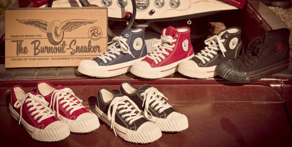 Aufgereihte Schuhe