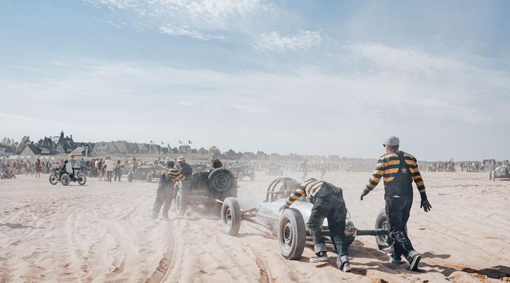 Anschieben Rennwagen am Strand