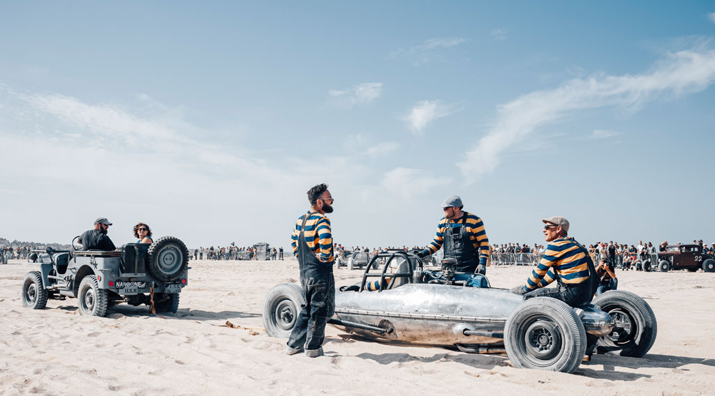 Autorennen am Strand